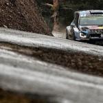 Cautious Ogier retains Monte lead