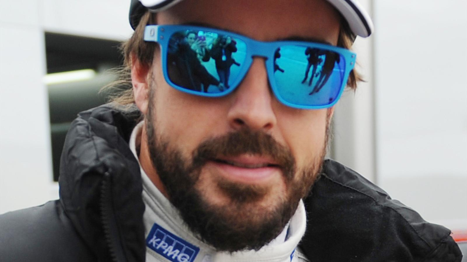 Alonso dark glasses