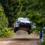 Rally GB WRC: Meeke keeps lead ahead of Neuville